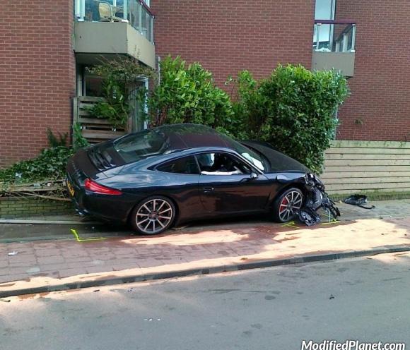 car-photo-2013-porsche-911-carrera-s-crash-accident-hit-fence-bush
