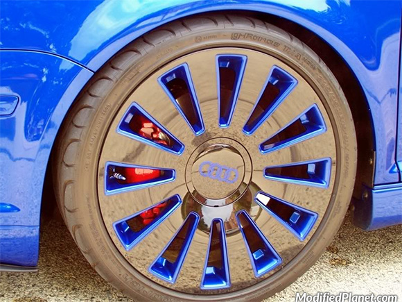 car-photo-2005-volkswagen-r32-2006-audi-a8-wheels-close-up