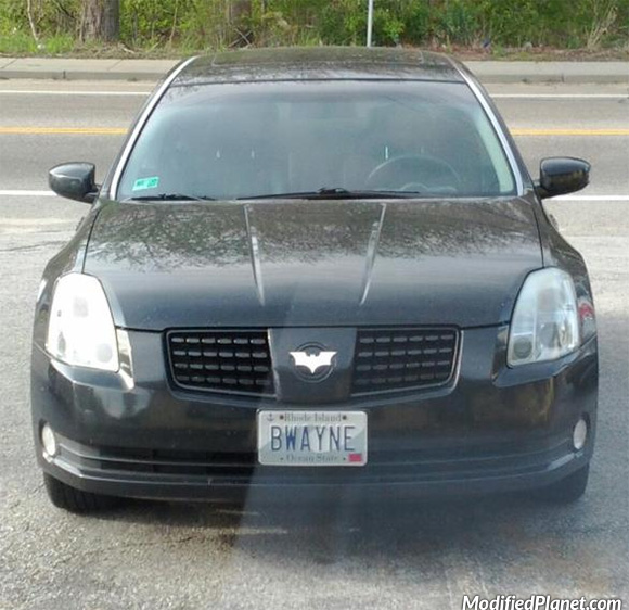 car-photo-2006-nissan-maxima-batman-emblem-bwayne-license-plate