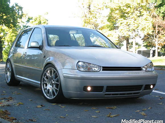 car-photo-2003-volkswagen-gti-boser-look-hood-extension-angry-molded-look