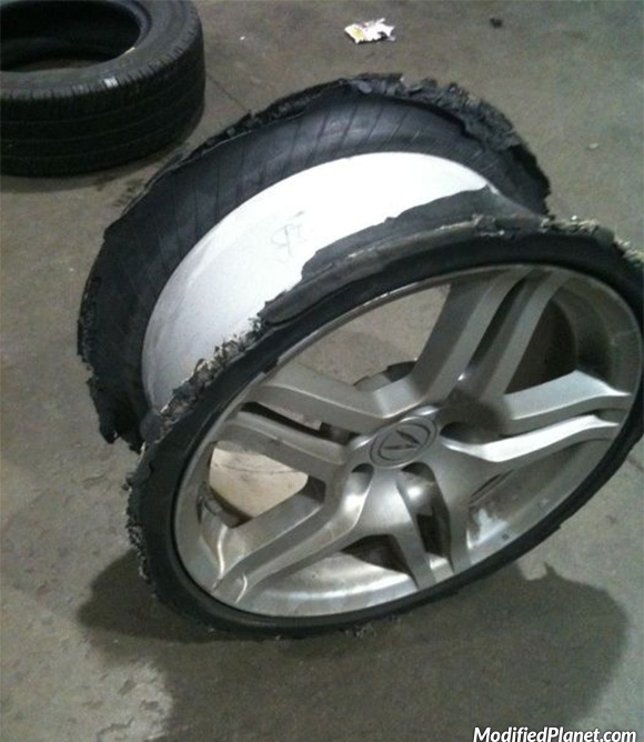 car-photo-2006-acura-tl-oem-wheel-tire-destroyed-fail