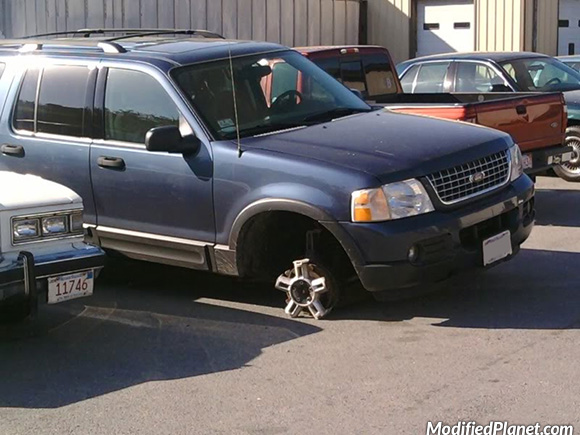 car-photo-2004-ford-explorer-wheel-destroyed-fail