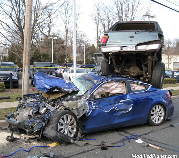 car-photo-2010-honda-accord-coupe-1995-ford-explorer-head-on-accident-crash
