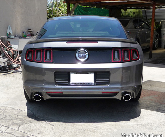 car-photo-2013-ford-mustang-gt-roush-performance-exhaust-with-round-tips