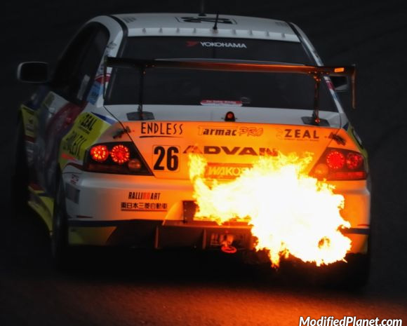 car-photo-2003-mitsubishi-evo-8-advan-race-track-backfire-exhaust-fire
