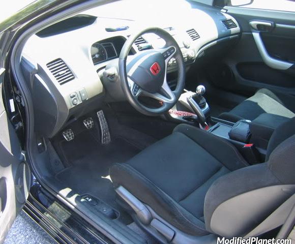 car-photo-2006-honda-civic-red-honda-type-r-jdm-emblem-si-circuit-hero-shift-knob