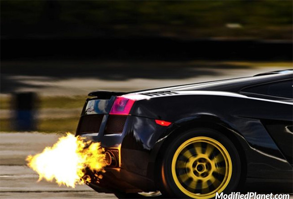 car-photo-2010-lamborghini-gallardo-exhaust-fire-backfire