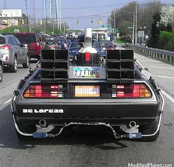 car-photo-back-to-the-future-delorean-dmc-12-time-machine-on-highway