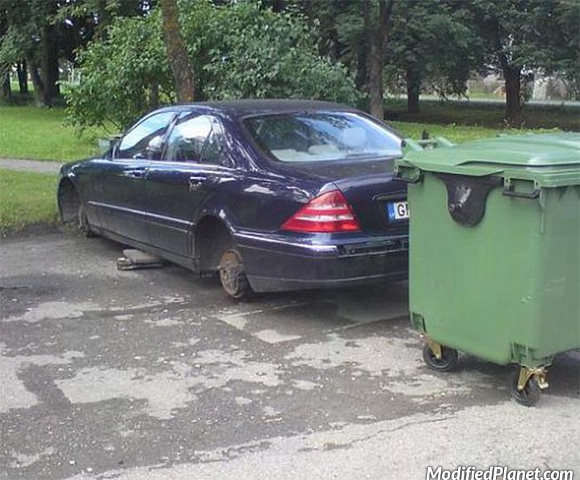 car-photo-2003-mercedes-s500-oem-wheels-stolen-on-bricks