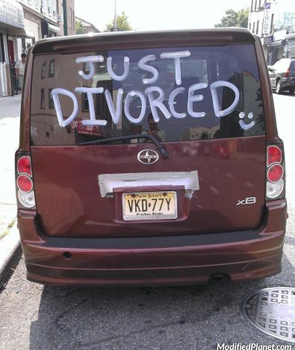 car-photo-2008-scion-xb-just-divorced-sign-on-rear-windshield-funny