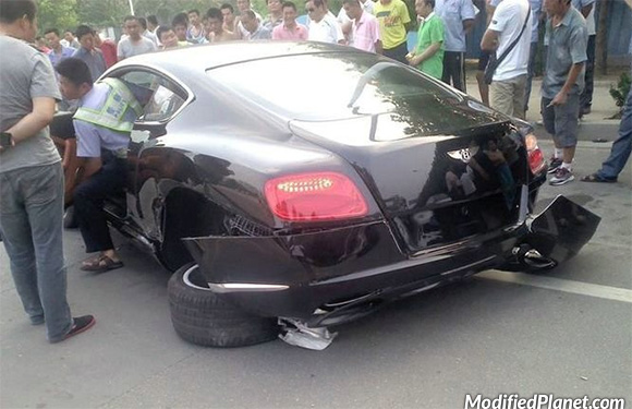 car-photo-2009-bentley-gt-continental-accident-rear-wheels-ripped-off-totalled
