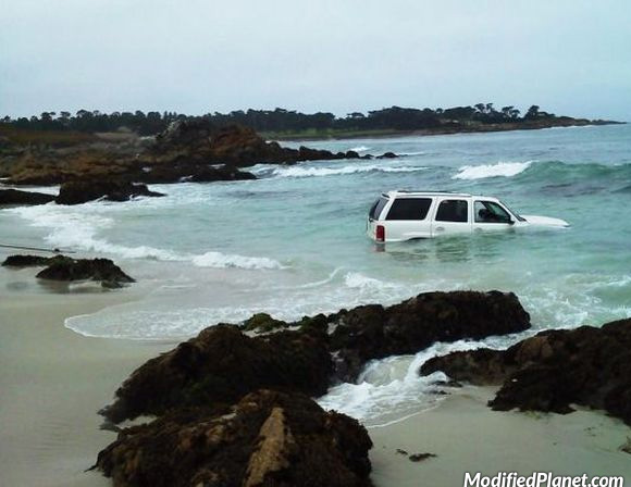 car-photo-2009-cadillac-escalade-flooded-by-ocean-stuck-in-beach