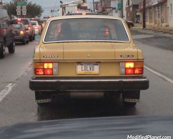 car-photo-1982-volvo-240dl-license-plate-lolvo