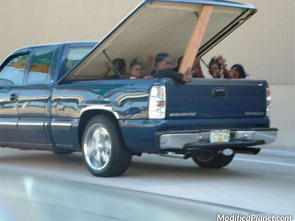 car-photo-2004-chevrolet-silverado-children-in-truck-bed-safety-fail