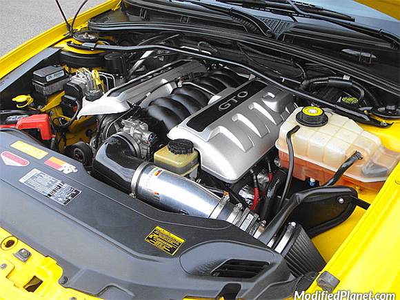 car-photo-2004-pontiac-gto-engine-bay-kn-k-n-air-intake-system