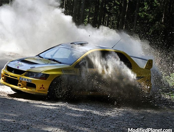 car-photo-2006-mitsubishi-evo-9-rally-car-gravel-track