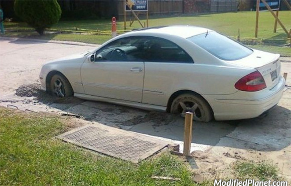 car-photo-2007-mercedes-clk-550-drives-into-wet-cement-stuck-fail