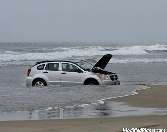 car-photo-2009-dodge-caliber-stuck-on-beach-ocean-waves-fail