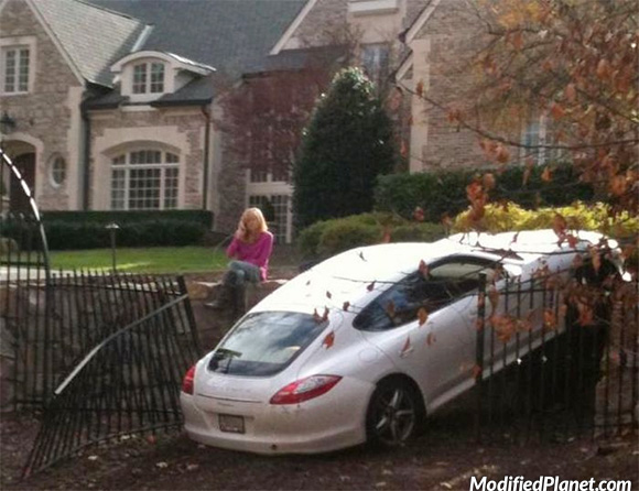 car-photo-2010-porsche-panamera-reverse-crash-into-gate-rich-people-fail