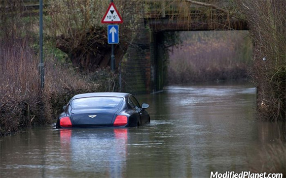 car-photo-2005-bentley-continental-gt-coupe-flooded-under-water-fail