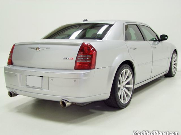car-photo-2006-chrysler-300c-srt8-magnaflow-catback-exhaust-system