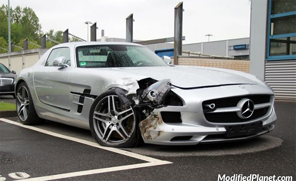 car-photo-2011-mercedes-sls-amg-accident-wreck-crash