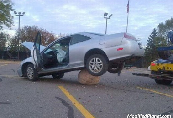 car-photo-2000-honda-accord-coupe-stuck-on-rock-boulder-fail