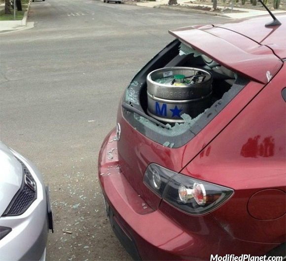 car-photo-2006-mazda-3-hatchback-rear-windshield-broken-by-beer-keg-fail
