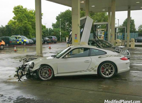 car-photo-2011-porsche-gt3rs-accident-front-end-crash-gas-station