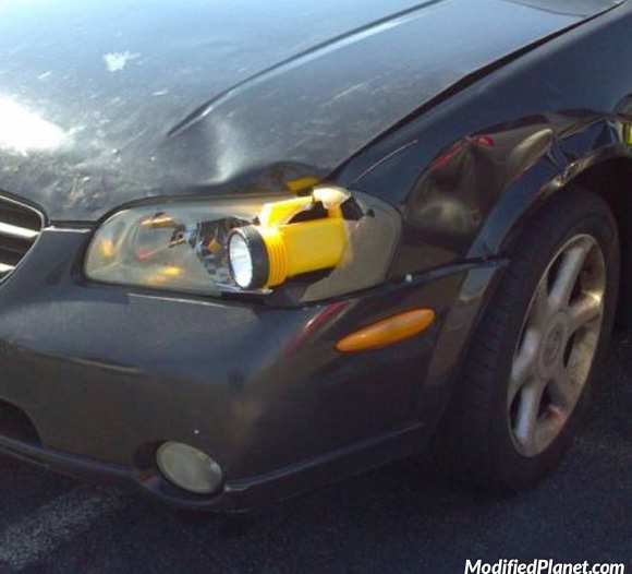 car-photo-2003-nissan-maxima-se-flashlight-headlight-repair-fail