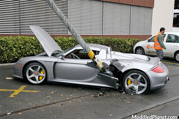 car-photo-2005-porsche-carrera-gt-crash-accident-drives-into-street-lamp-pole-fail
