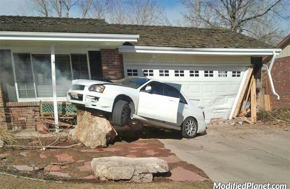 car-photo-2005-subaru-sti-crash-into-house-lost-control-fail