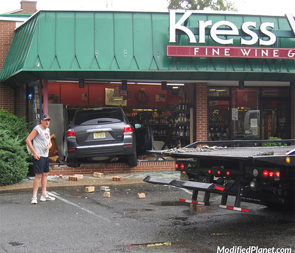 car-photo-2012-toyota-highlander-crash-accident-drives-into-liquor-store-fail